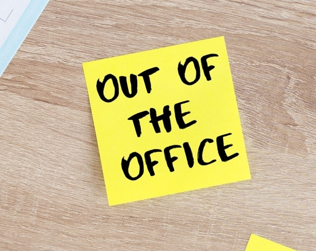 Out of Office Post It for Deciding to beome a stay at home mom