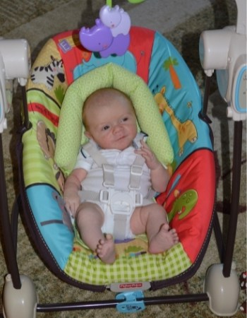 1 month old baby swinging all day
